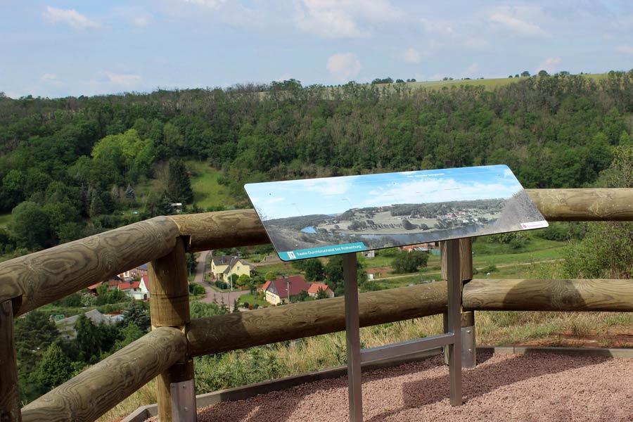 Die-Panoramatafel-des-Aussichtspunktes